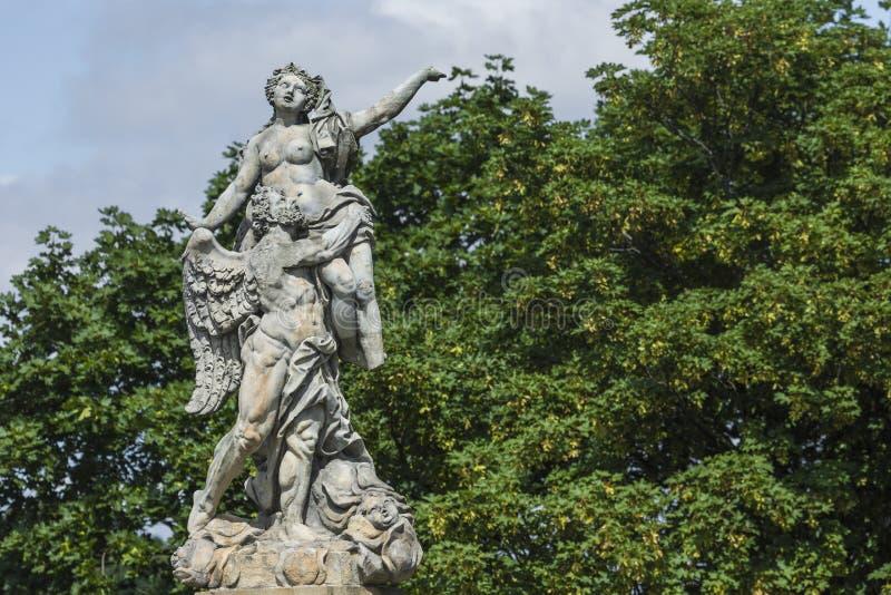 WALBRZYCH, ПОЛЬША - 7-ОЕ ИЮЛЯ 2016: Красивые памятники около Ksia стоковые изображения