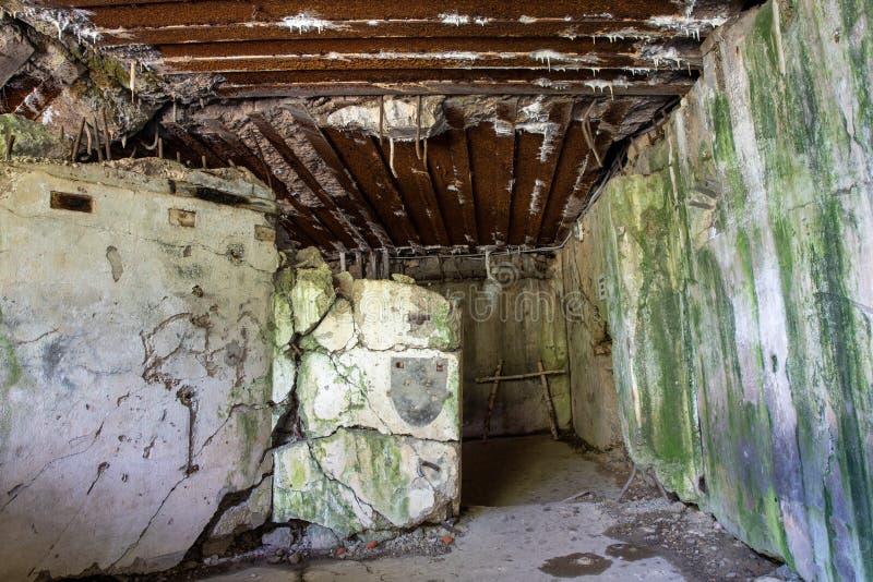 Walcz zachodniopomorskie/Polen - Maj, 24, 2019: Gamla tyska bef?stningar i Pomerania Frilufts- Wareg gruppBrickyard - royaltyfri foto