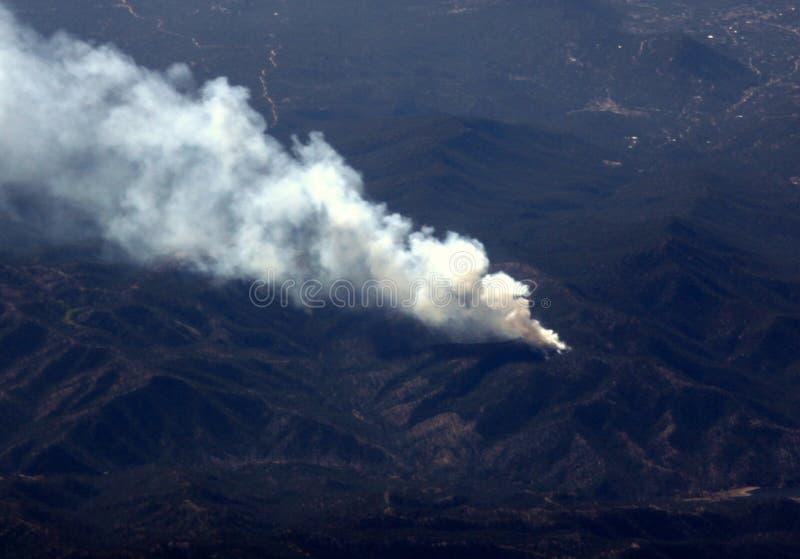 Waldbrand-Luftaufnahme lizenzfreie stockbilder