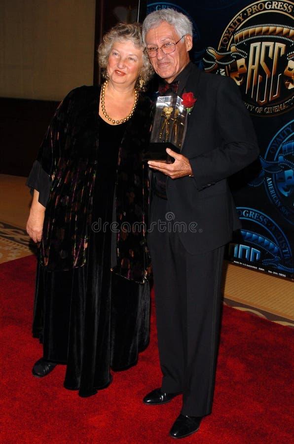 Waldige Omen und Freund an der amerikanischen Gesellschaft der Kameramann-20. jährlichen hervorragenden Achievement Awards. Hyatt  lizenzfreie stockfotografie