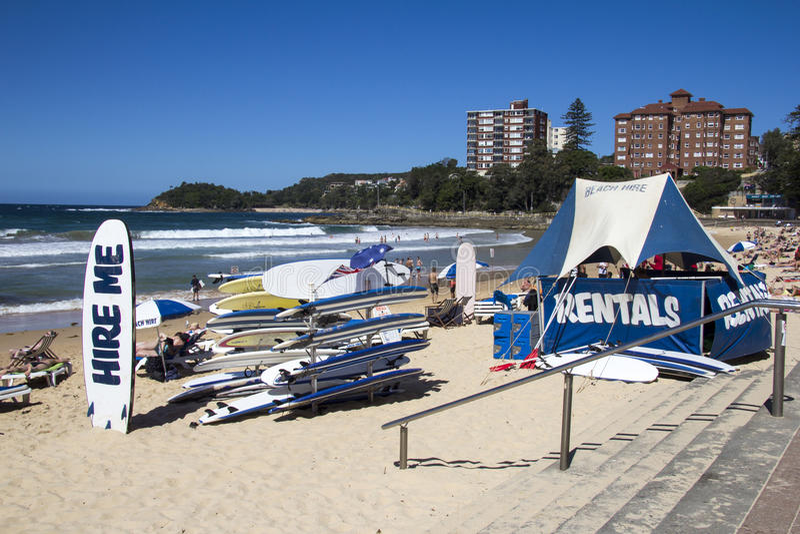 WALECZNA plaża, SYDNEY, AUSTRALIA MASZERUJE 13TH: Surfboards dla dzierżawienia dalej obraz stock