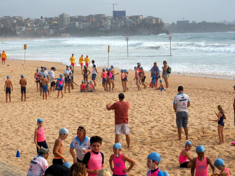 Waleczni życia oszczędzania Nippers na Walecznej plaży, Sydney, Australia obrazy stock