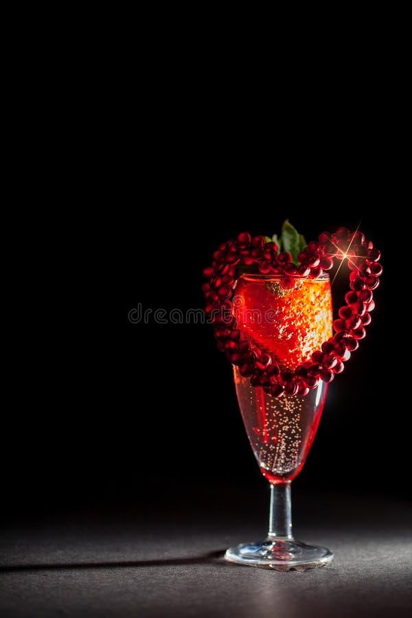 Walentynka dnia śniadania menchii szampan z truskawkowym czerwonym lov zdjęcie royalty free