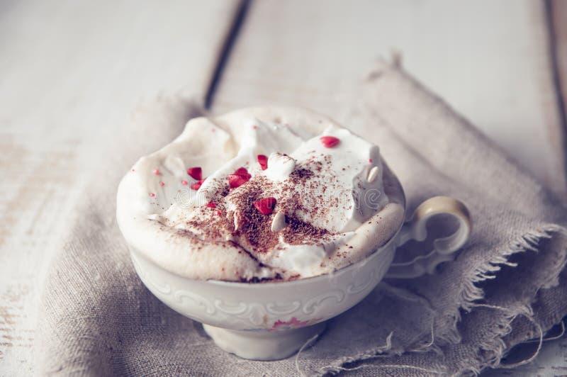 Walentynka dnia filiżanka Cappuccino Coffe. zdjęcie royalty free