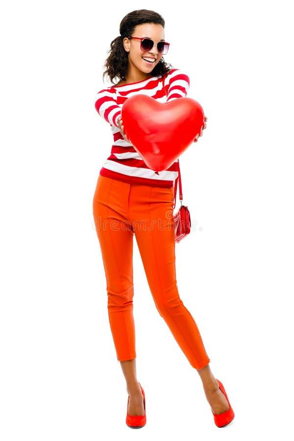 Walentynka dnia portret Dosyć Mieszana biegowa kobiety mienia czerwień h zdjęcie stock