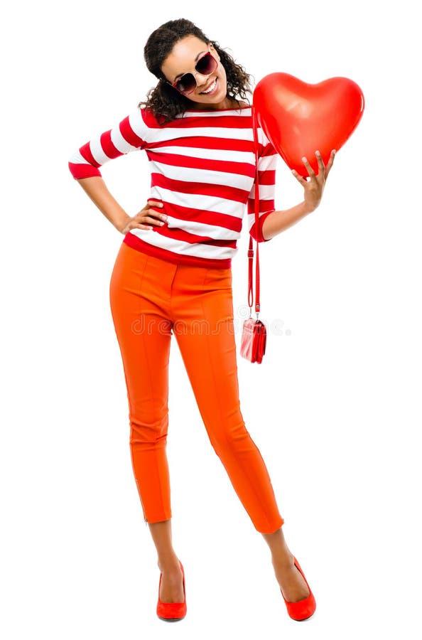 Walentynka dnia portret Dosyć Mieszana biegowa kobiety mienia czerwień h obraz royalty free