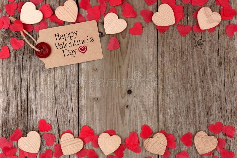 Walentynka dnia prezenta etykietka z serce kopii granicą na drewnie zdjęcie stock