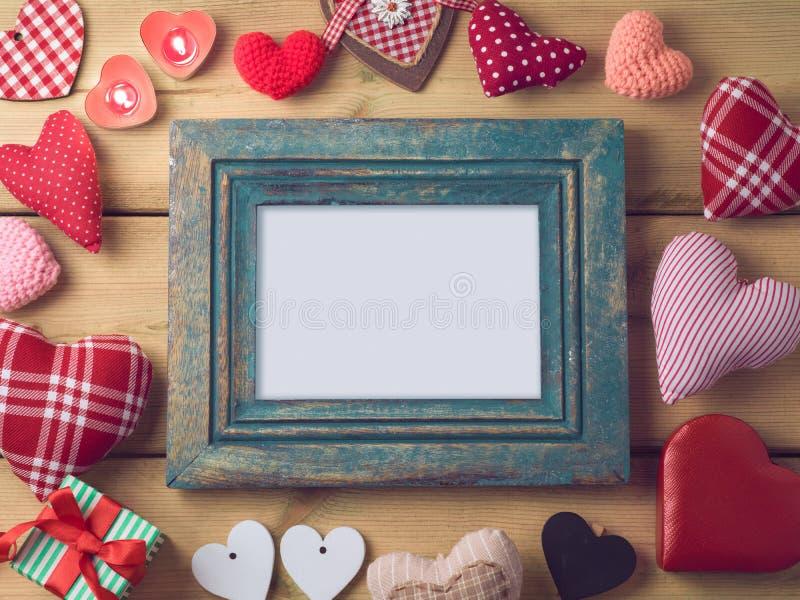 Walentynka dnia tło z rocznik fotografii ramą fotografia stock