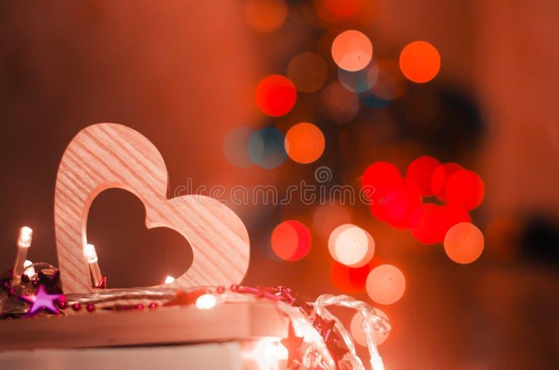 Walentynka dzień, czerwony drewniany serce, pojęcie miłość, romantyczna, bokeh fotografia stock