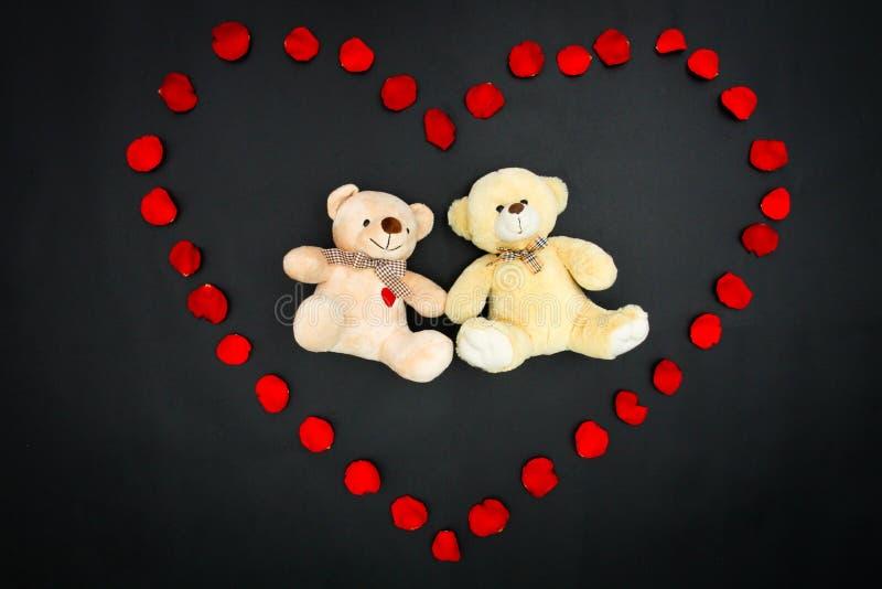 Walentynka niedźwiedzie w płatka sercu - serie (1) fotografia stock