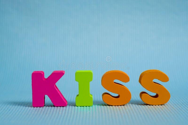 Walentynki karta z buziaka tekstem na błękitnej tła i kopii przestrzeni fotografia royalty free