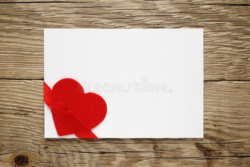 Walentynki karta z czerwonym sercem zdjęcie stock