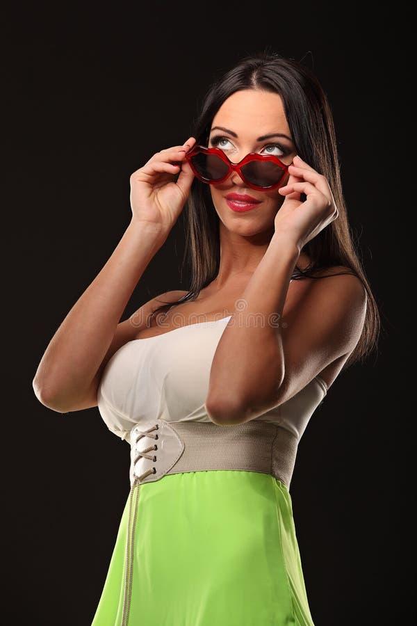 Walentynki piękna dziewczyny portret odizolowywający na czerni fotografia stock