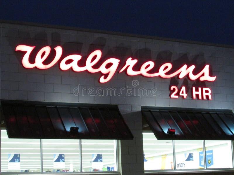 Walgreens se connectent le mur en Edison sur droite 1 à fin de soirée, NJ Etats-Unis photo libre de droits