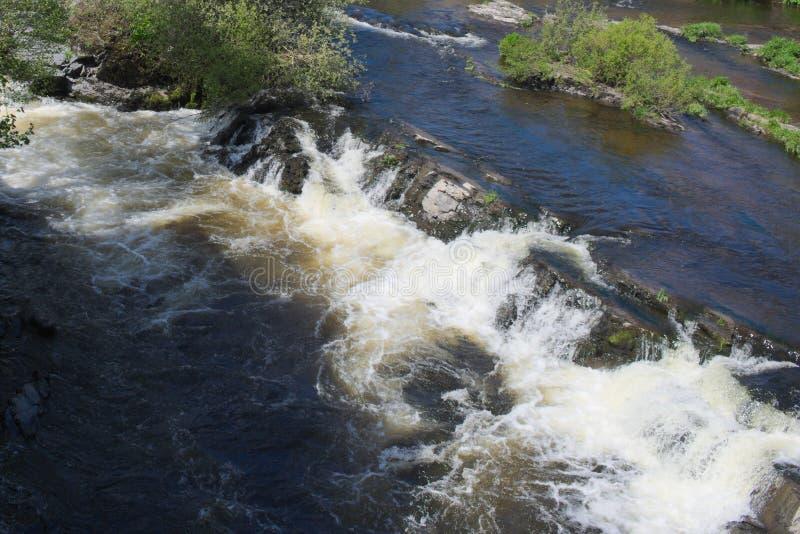 Walia, Llangollen szybki przepływ thw rzeka Dee zdjęcie royalty free