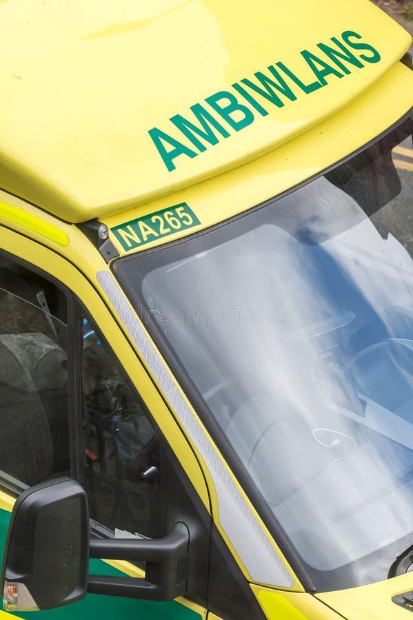 Walijska NHS karetka pokazuje słowo Ambiwlans zdjęcie royalty free