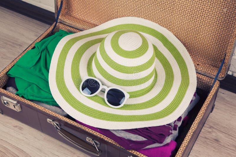 walizka upakowany rocznik zdjęcia stock