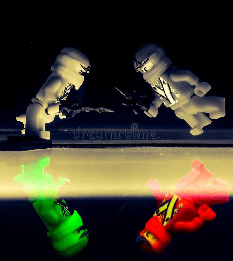 Walka Lego w cieniu zdjęcie stock