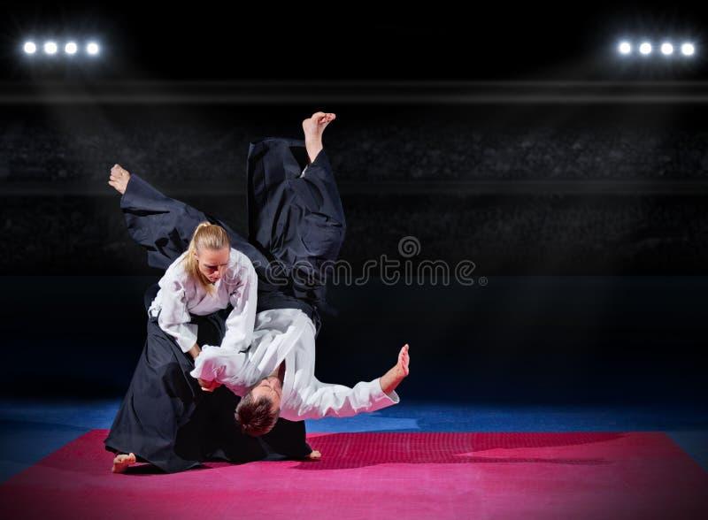 Walka między dwa aikido wojownikami zdjęcie royalty free