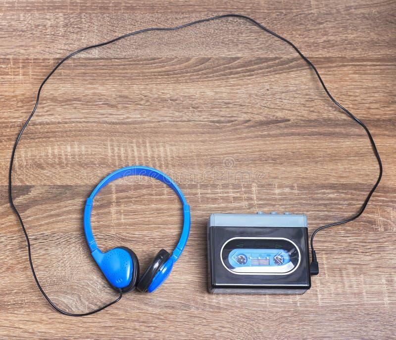Walkman d'annata e cuffie immagine stock