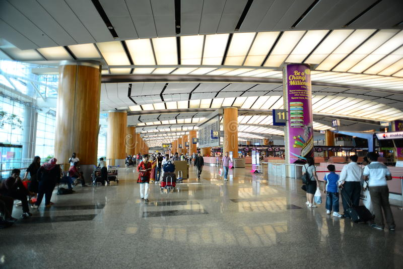 Download Walkway Of Singapore Changi Airport Editorial Photo - Image: 27973096
