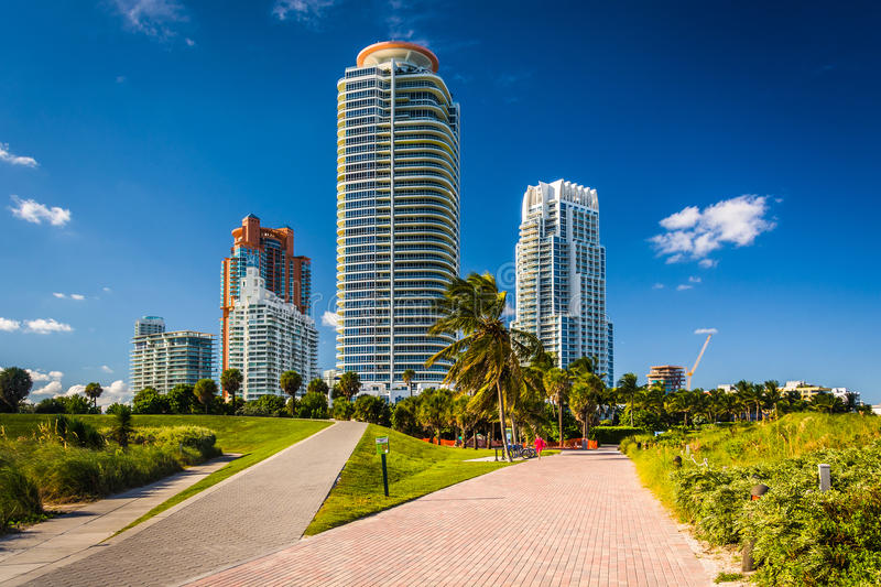 Walkways at South Pointe Park and skyscrapers in Miami Beach, Fl royalty free stock photos