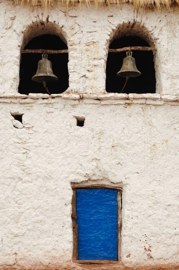 wall blå dörr två för klockor white arkivfoto