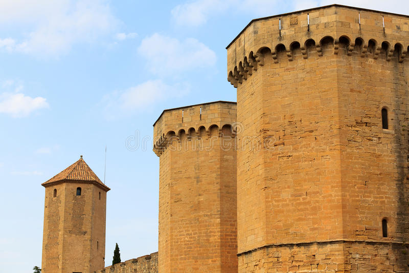 Download Wall of the fortress stock image. Image of poblet, defense - 22988785