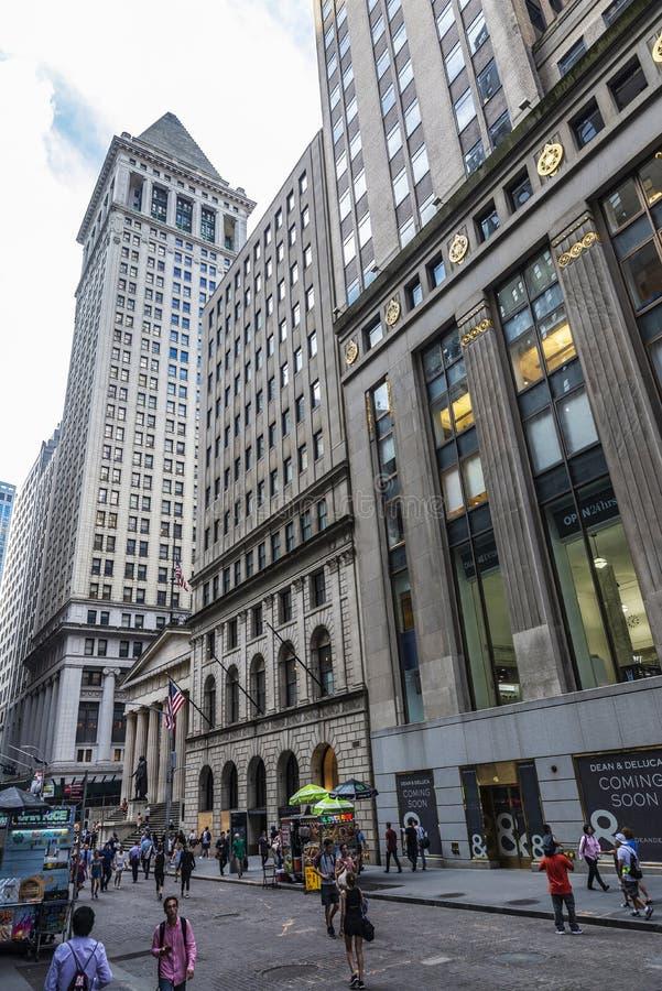 Wall Street dans le Lower Manhattan, New York City, Etats-Unis photos stock