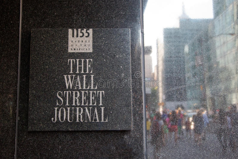 Wall Street Journal assina dentro sua construção fotos de stock royalty free