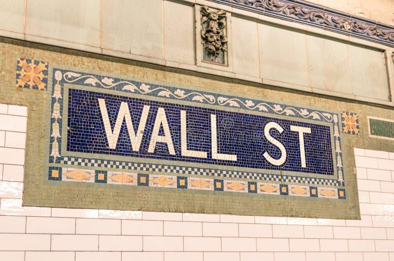 Wall Street metra mozaiki znak - Miasto Nowy Jork metro obrazy royalty free