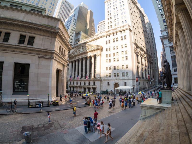 Wall Street und New York Stock Exchange in Manhattan stockfoto