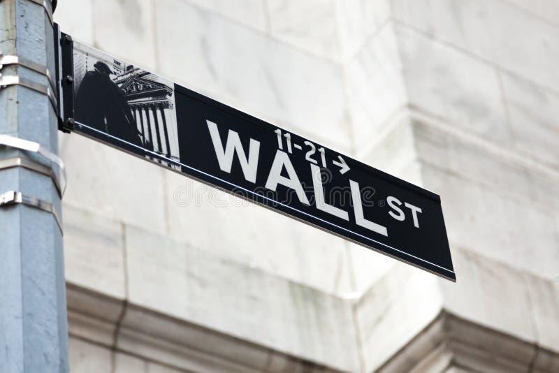 Wall Street undertecknar in lågt Manhattan New York - USA - eniga Sta arkivfoton