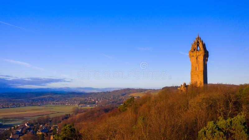 Wallace Monument national est une position de tour sur l'épaule d'Abbey Craig, un sommet donnant sur Stirling en Ecosse photographie stock libre de droits