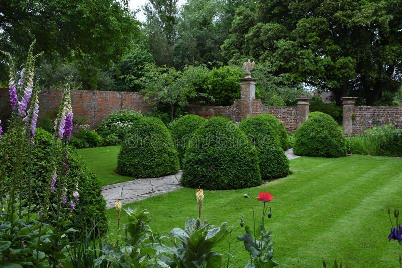 Walled trädgård, Tintinhull trädgård, Somerset, England, UK arkivfoton