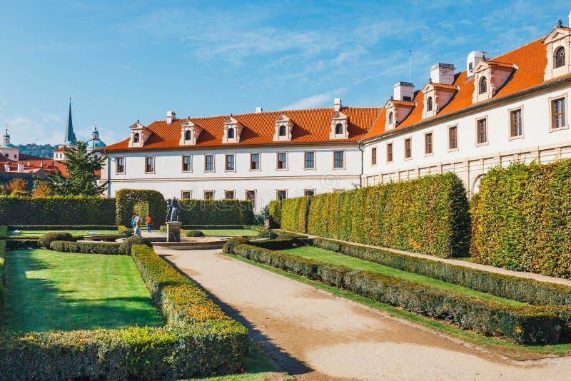 Download Wallensteinpaleis Momenteel Het Huis Van De Tsjechische Senaat In Praag Stock Afbeelding - Afbeelding bestaande uit europa, oriëntatiepunt: 107701949