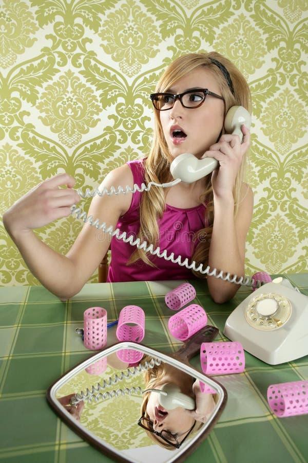 Wallpapaper dell'annata della donna del telefono della casalinga fotografia stock