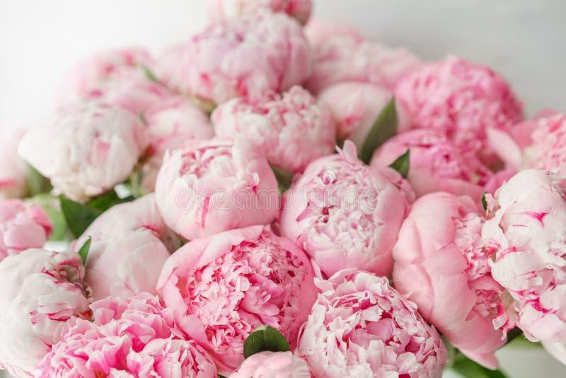 wallpaper Peônias cor-de-rosa das flores bonitas Composições florais, luz do dia fotos de stock