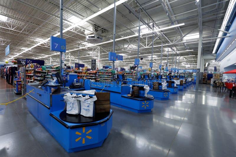 Walmart lagerinre i Portland, Oregon, USA royaltyfri bild