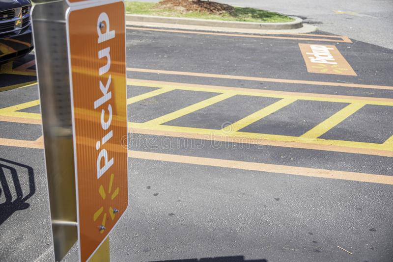 Walmart Pickup usługi parking teren zdjęcie royalty free