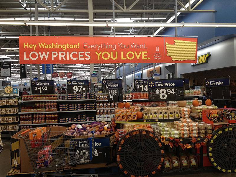 WALMART STORE IN CLARKSON,WASHIGNTON, USA. CLARKSTON/WASHINGTON//USA /  30.September 2019 /Shopper at Walmart store in Clarkston washington united states of royalty free stock photography