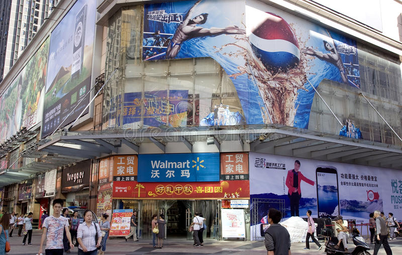Walmart Supercenter in Wuhan stock afbeeldingen