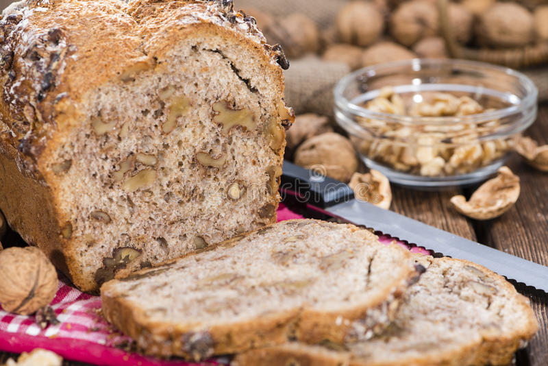Walnuss-Brot (frische gebacken) lizenzfreie stockbilder
