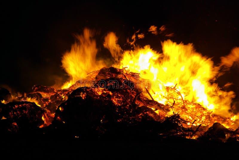 Walpurgisnachtfeuer stockbilder