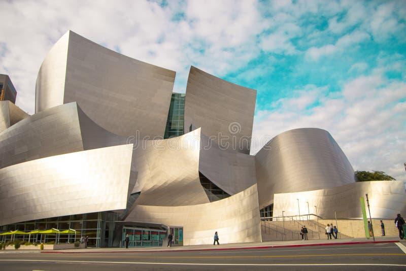 Walt Disney Concert Hall på en molnig dag arkivfoto