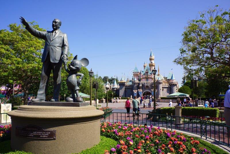 Walt Disney und Mickey Mouse Greet Visitors zum Parken stockfotos