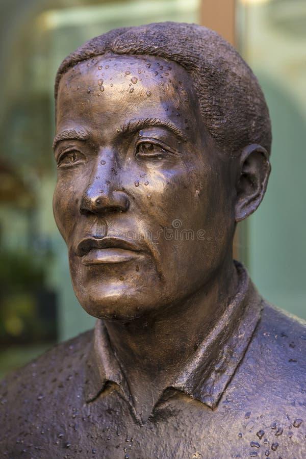 Walter Tull Statue in Northampton stock afbeeldingen