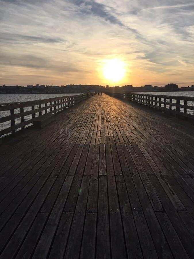 Walton-Pier bei Sonnenuntergang lizenzfreie stockfotos