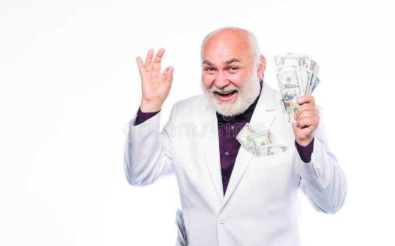 waluta Emerytura Szcz??liwy loteryjny zwyci?zca dojrzały brodaty mężczyzna z dolarowymi banknotami bogactwo dojrzały mężczyzna ud fotografia royalty free