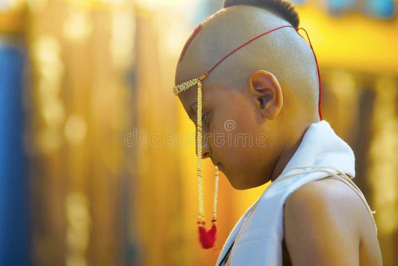 WAMAN - BATU, Tradition des hindischen Brahman- Jungen, der in seine Jugend überschreitet lizenzfreie stockfotografie